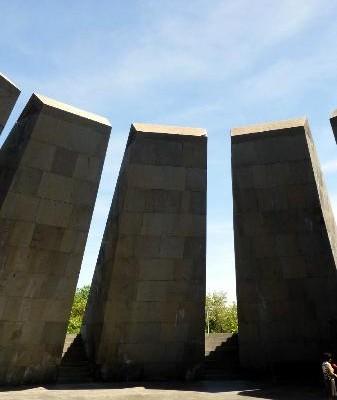 بنای یادبود ارامنه ایروان