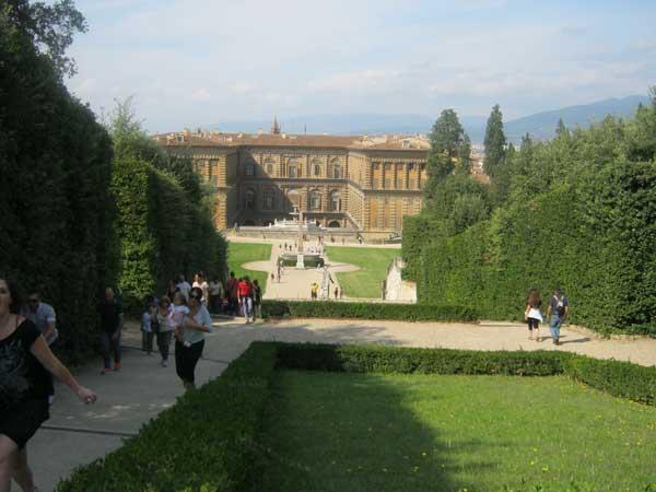 نمای داخل باغ بوبولی گاردن فلورانس ایتالیا