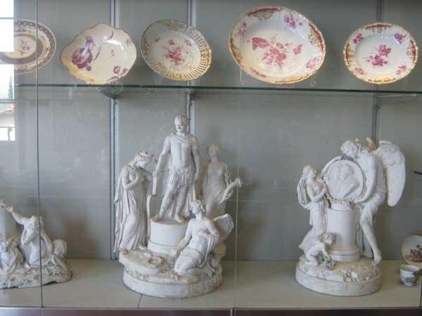 برخی آثار هنری ارزشمند داخل یکی از موزه های باغ بوبولی فلورانس