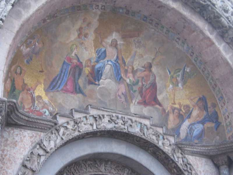 نقاشی قدیمی در بالای ورودی کلیسای سن مارکو ونیز ایتالیا-ارزان سفر