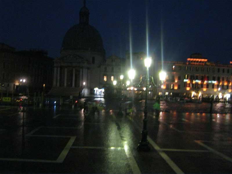 میدان سن مارکو ونیز ایتالیا در شب-ارزان سفر