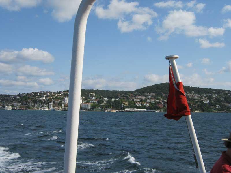 نمایی از جزیره بویوک آدا استانبول از روی کشتی