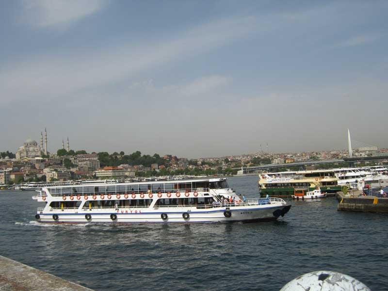 نمایی از خلیج طلایی استانبول از بالای پل گالاتا