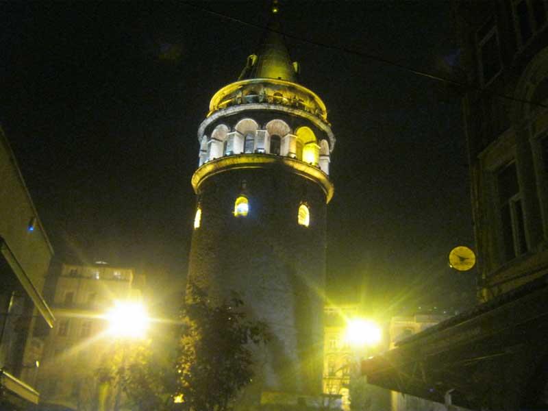 برج گالاتا استانبول در شب