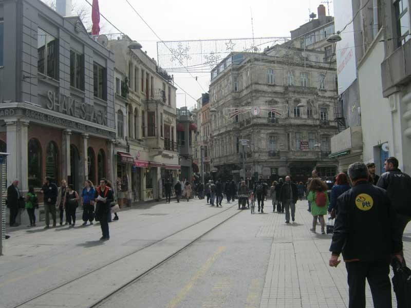نمایی از خیابان استقلال استانبول