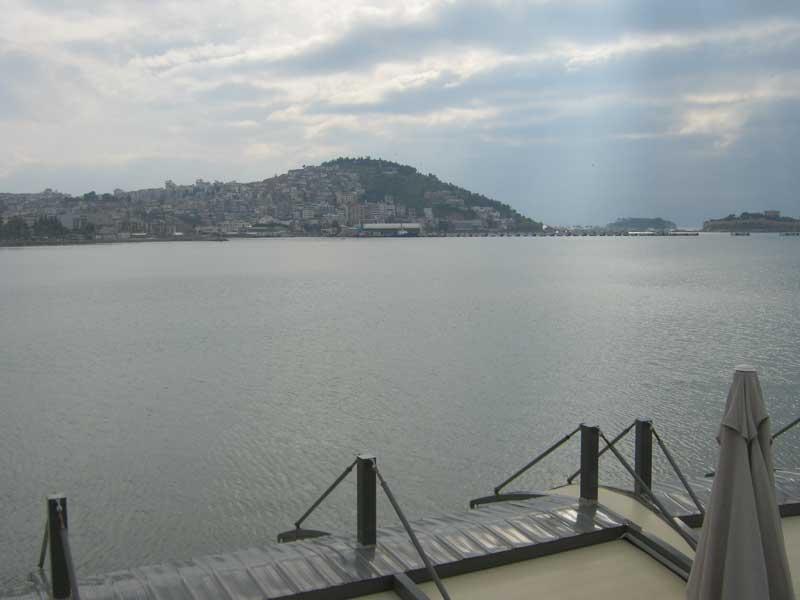 نمایی از دریای اژه و شهر کوش آداسی