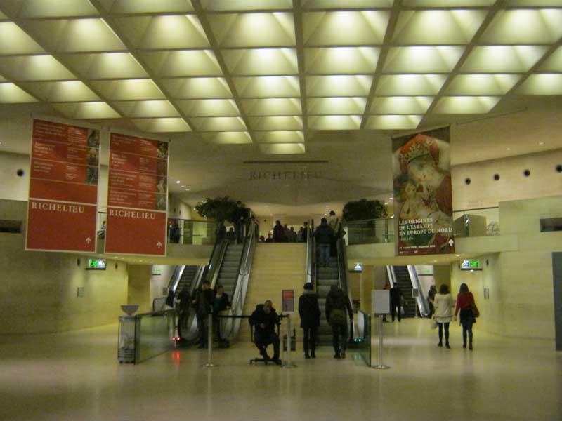 ورودی سالن های موزه لوور