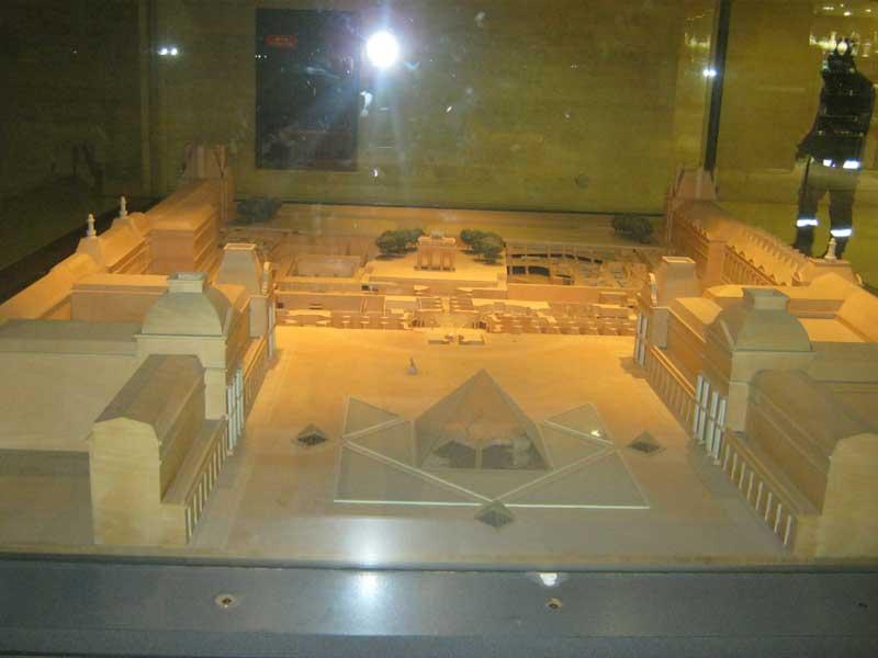 ماکت موزه لوور