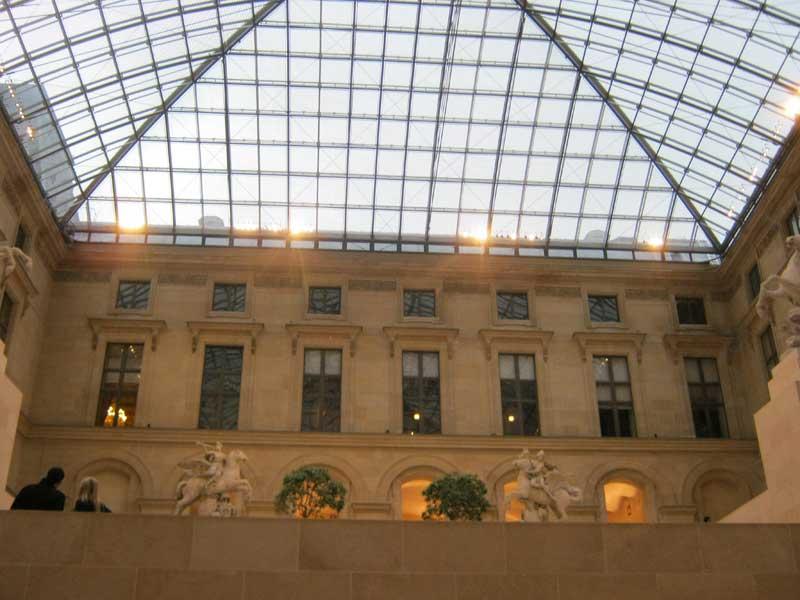 سالن روم باستان در موزه لوور پاریس