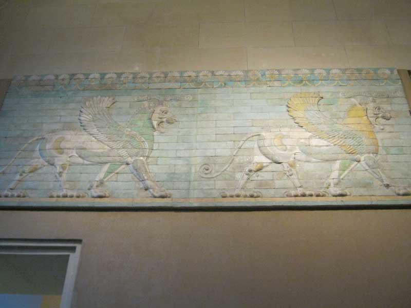 کتیبه های تخت جمشید در سالن ایران باستان موزه لوور