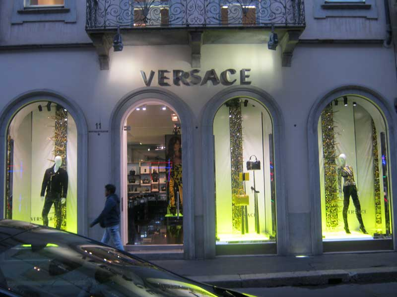 برندها در خیابان مونتئو ناپلئونه میلان