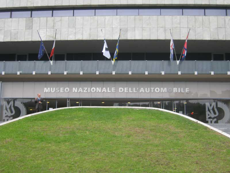ورودی موزه اتومبیل در شهر تورین ایتالیا