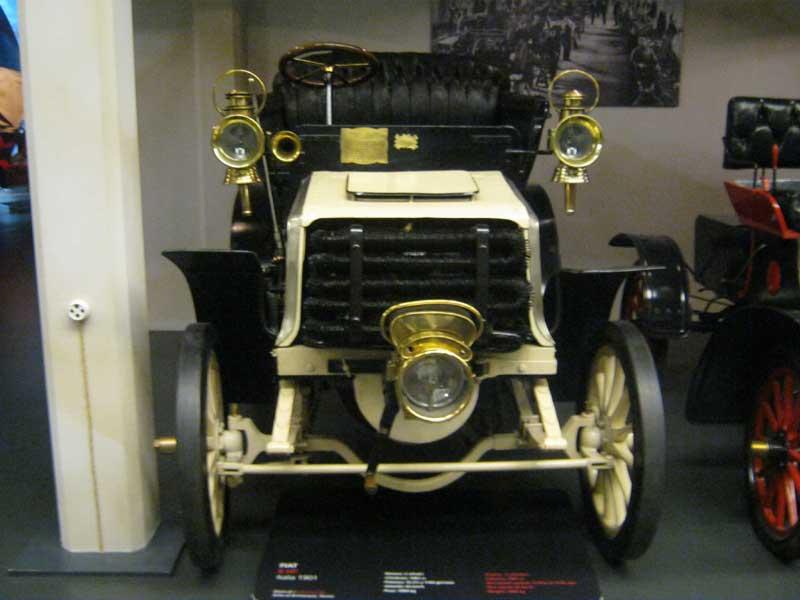 از اولین خودروهای تولیدی شرکت فیات ایتالیا به نمایش گذاشته شده در موزه اتومبیل تورین ایتالیا