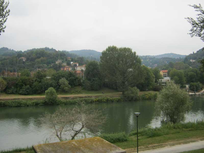 منظره ای از رودخانه پو در شهر تورین ایتالیا