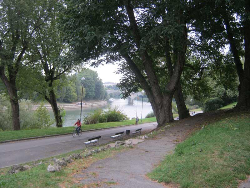 مسیر دوچرخه سواری در امتداد رودخانه پو