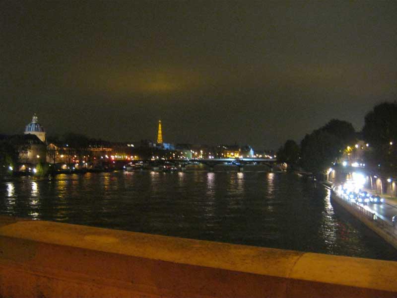 نمایی از رودخانه سن و برج ایفل از روی پل نف