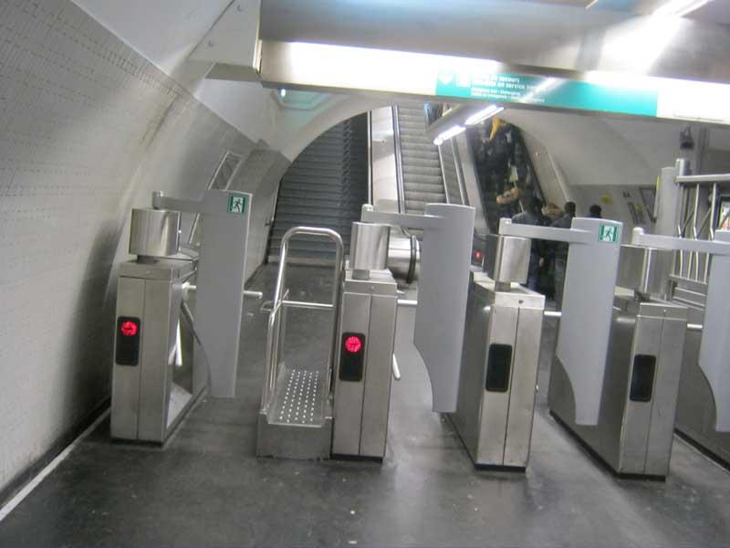 ورودی ایستگاه متروی پونت نف