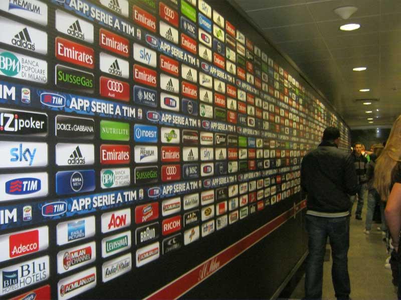 سالن مصاحبه خبرنگاران با بازیکنان فوتبال داخل استادیم سن سیرو