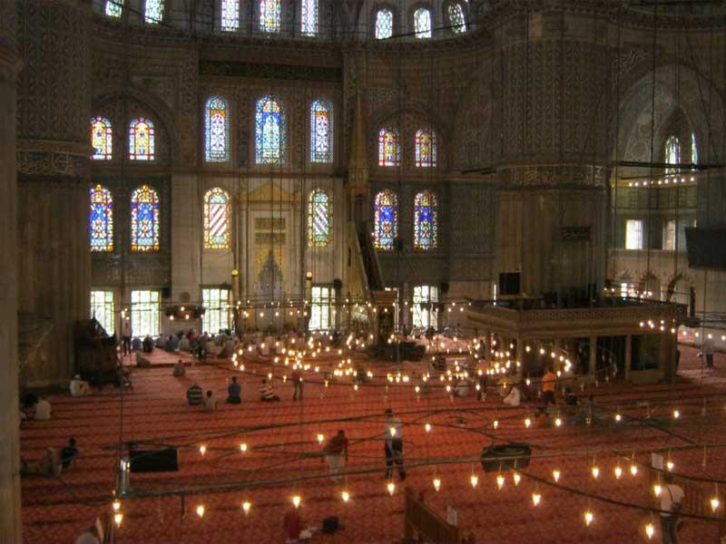 نمایی دیگر از داخل مسجد سلطان احمد استانبول