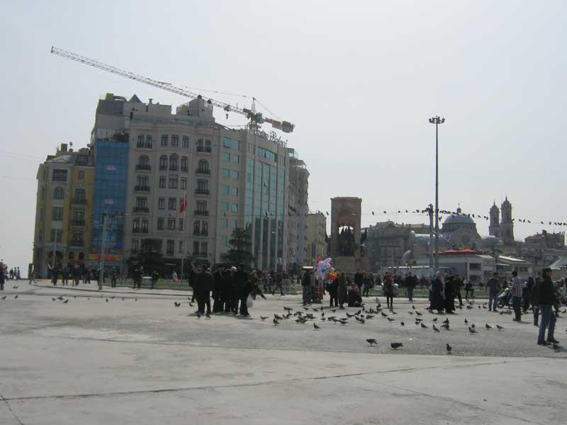 نمایی از اطراف میدان تکسیم استانبول