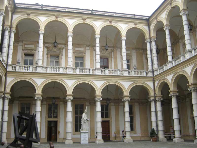 محوطه دانشگاه تورین ایتالیا