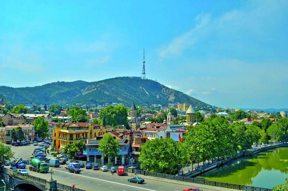 نمایی از شهر تفلیس در گرجستان