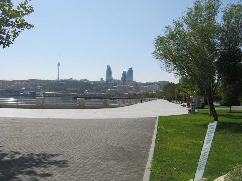 نمایی از بلوار باکو و برج های شعله
