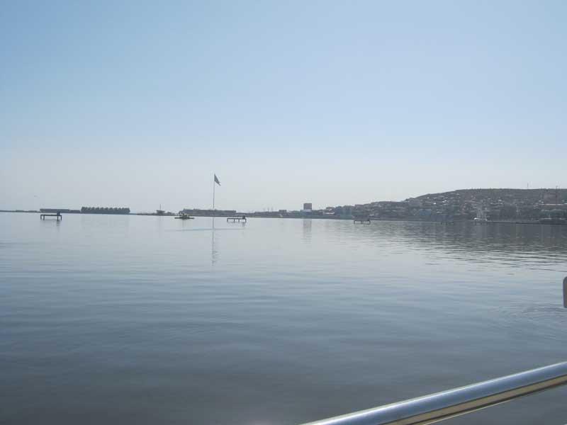 نمایی از دریای خزر (خلیج باکو) از بلوار باکو