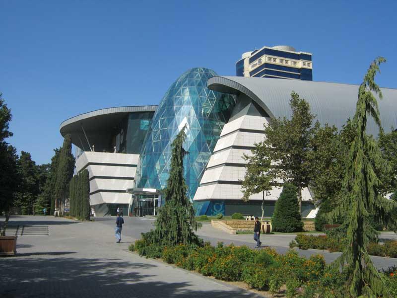 مرکز خرید پارک بلوار واقع در بلوار باکو