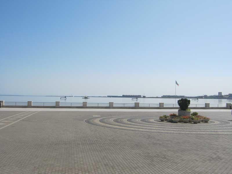 نمایی از بلوار باکو و دریای خزر