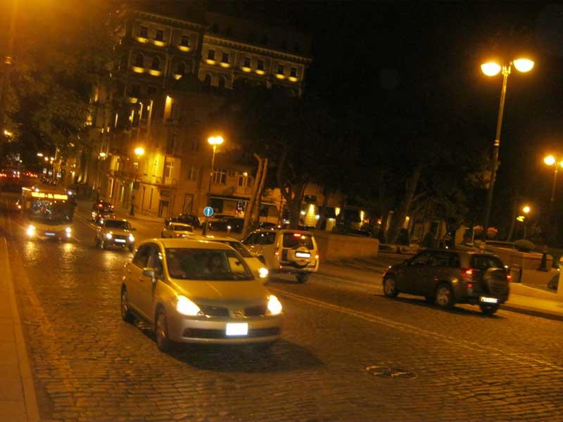 خیابانی سنگ فرش در نزدیکی منطقه Iceri Shahr