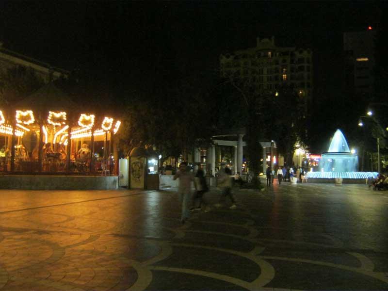 میدان فواره باکو در شب