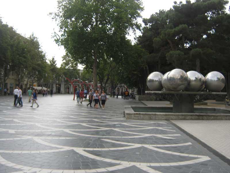 میدان فواره باکو در روز