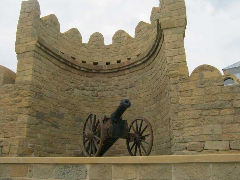بخشی از دیوارهای شهر قدیمی