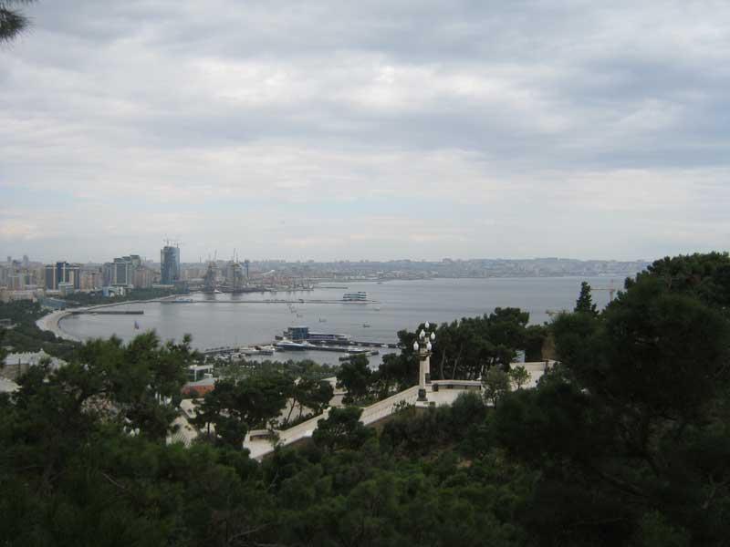 منظره ای از شهر باکو از آپ لند پارک