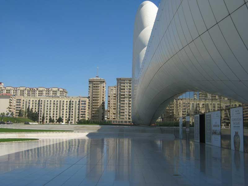 ورودی مرکز فرهنگی حیدر علی اف