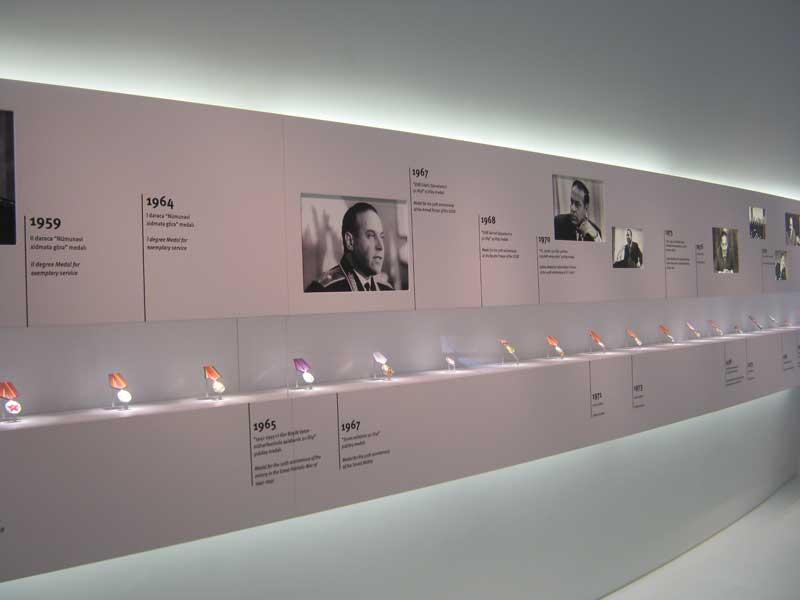 زندگی نامه حیدر علی اف در یکی از سالن های موزه