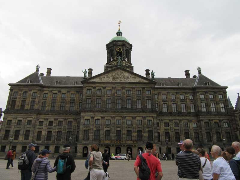 کاخ سلطنتی آمستردام واقع در میدان دام