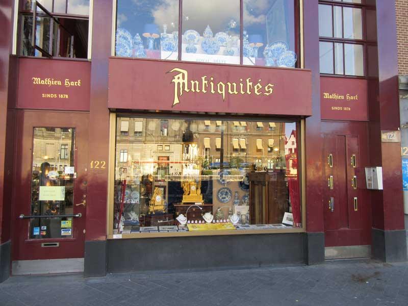 مغازه عتیقه فروشی در خیابان روکین آمستردام