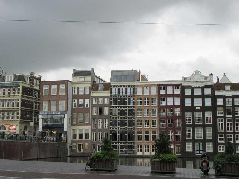نمای آپارتمان های شهر آمستردام