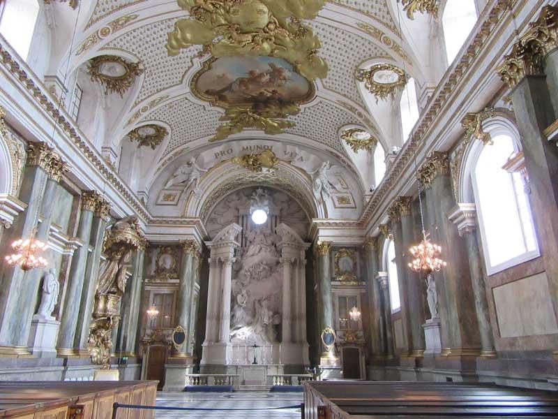 کلیسای داخل کاخ سلطنتی سوئد