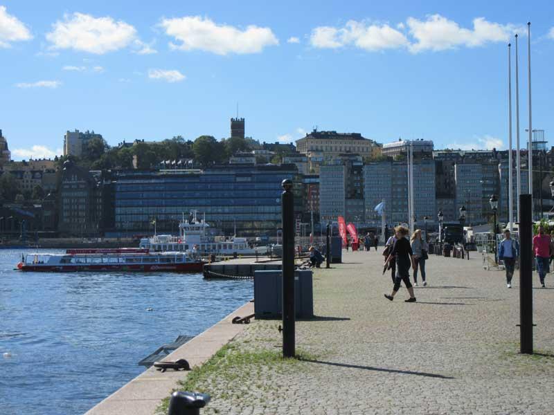 خیابان Skeppsbron  استکهلم و آبراه بزرگ کنار آن