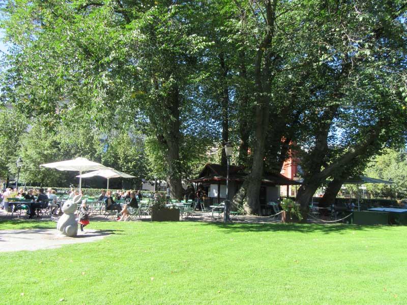 کافه هایی در داخل پارک سلطنتی استکهلم