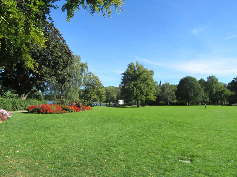 پارکی زیبا در مسیر اسکانسن