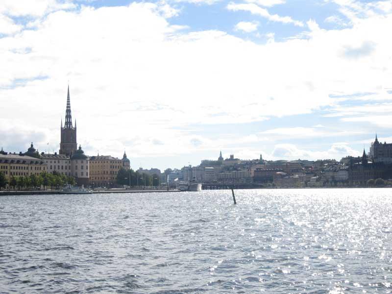 نمایی به اطراف از کنار ساختمان شهرداری استکهلم