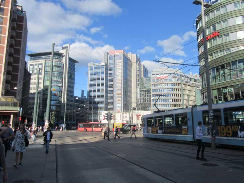 نمایی از میدان جلوی ایستگاه قطار مرکزی اسلو