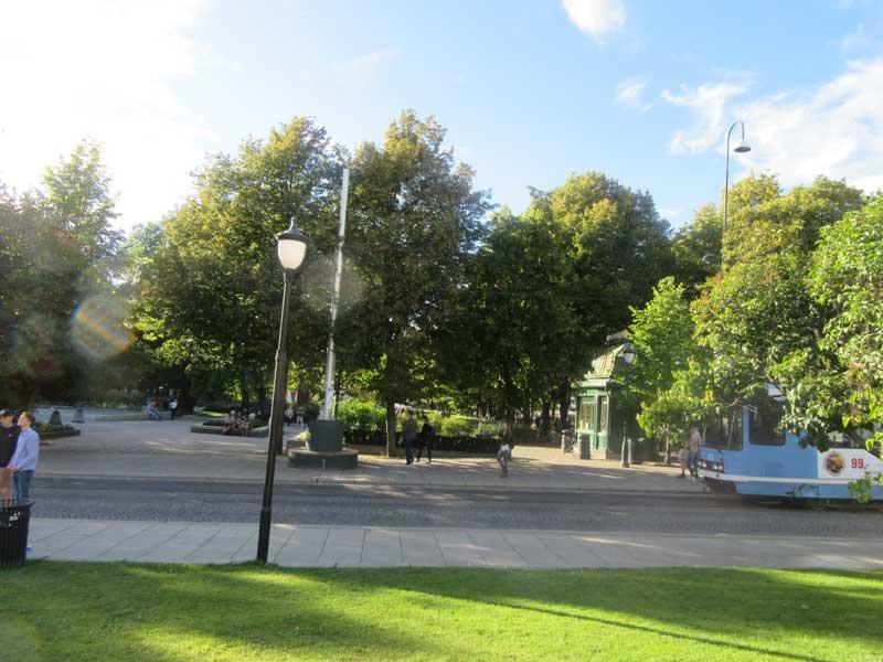 پارکی در نزدیکی پارلمان نروژ در شهر اسلو