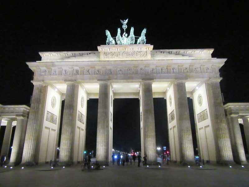 دروازه برادن گیت برلین در شب