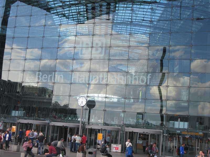 ورودی ایستگاه هاپتبانهوف برلین