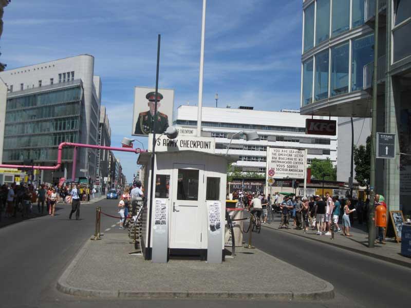 چک پوینت چارلی در برلین شرقی